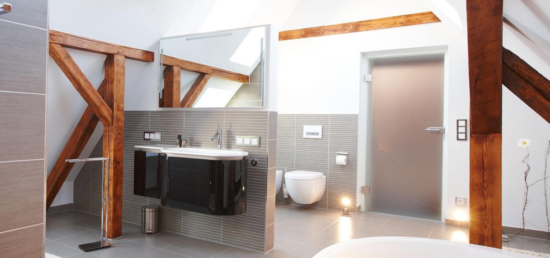 Dachausbau 35 Qm Raumfläche Standen Zur Verfügung. Aufgabe: Aus Dem  Unbewohnten Dachboden Ein Zeitloses Wohlfühlbad Mit Einzelnen Bereichen Zu  Erstellen.
